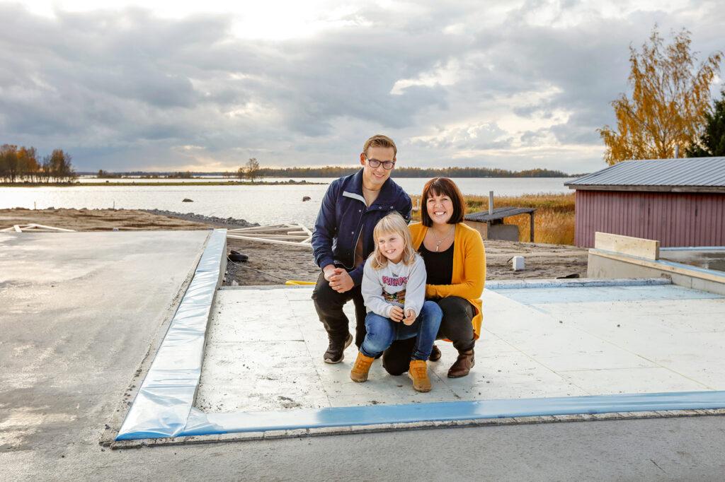 3 personers familj på tomt